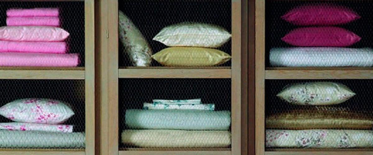 Как правильно и красиво сложить постельное бельё и освободить место в шкафу