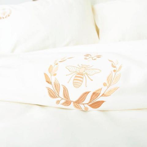 Постельное белье однотонный сатин с вышивкой Пчела/ Лилия